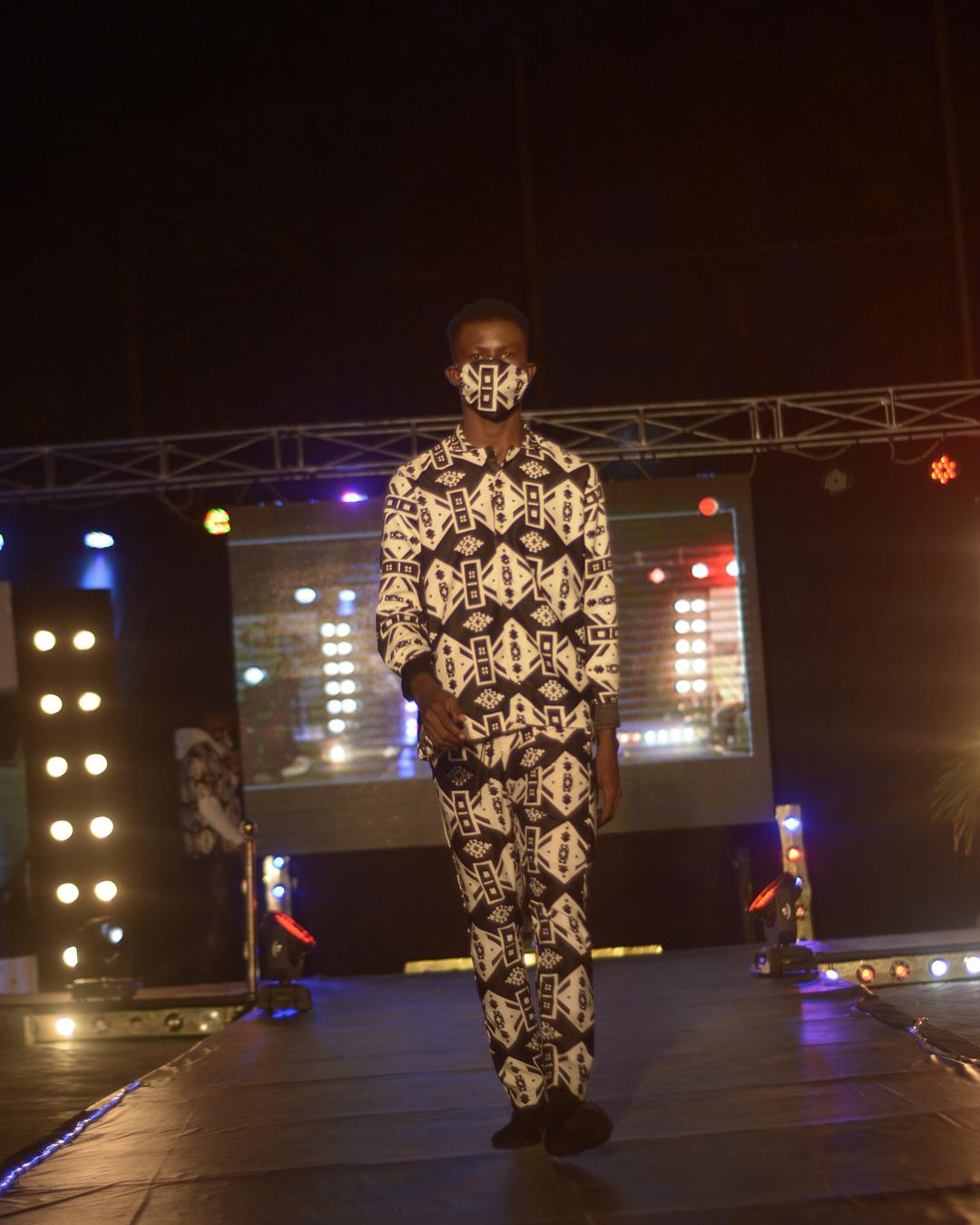 RUNWAY : RAFERA Driveway Fashion Show // MEZUE